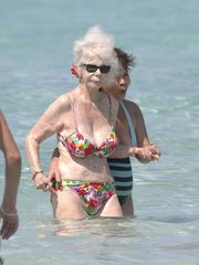 duchess of alba bathing suit 86 yr..