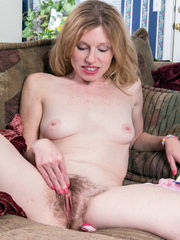Teensy Cougar opens her furry cunny