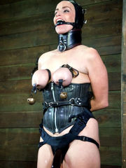 Red-hot sub Nikki suffers excruciating..