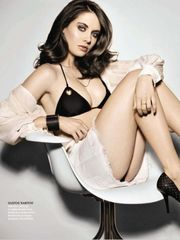 Alison-Brie-Sexy-Tempting-Pictures-In-G..