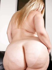 Massive Mature butts бесплатно..