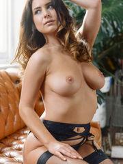 Celeb Nip-Slips Super-sexy Bosom