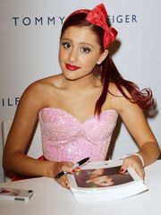 Ariana Grande Rocks Summer Blowout!..