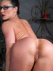 Kendra Lust muestra su conchita..