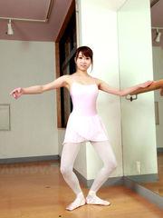 Teen chinese dancer Ririka stretches..