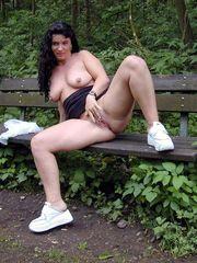 Bare Brit  sparkles her sweet vulva at..