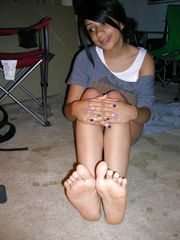 Young woman becky soles toes soles ayak..