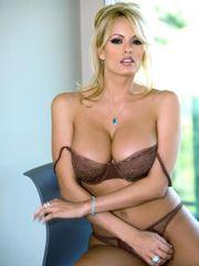 Fotos de actrices porno Stormy Daniels..