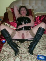 Scrofulous 35 yo girl opening her gash..