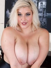 Cool huge-titted girl: Daily bosoms
