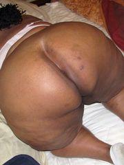Ebony mature Plumper unsheathing her..
