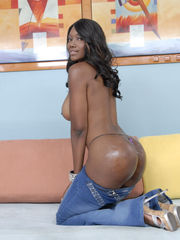 Nyomi Banxxx pictures and trailer of..