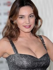Kelly Brook Super hot and Sexy Femmes..