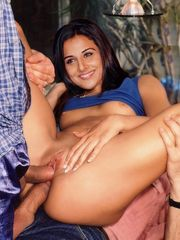 Demonstrating Xxx  for Vidya balan..