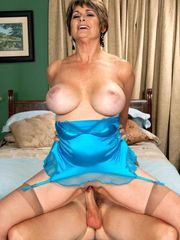 MILFs, GILFs, and Wivesgallery 20/86