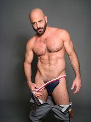 Brutos-Eros: Adam Russo