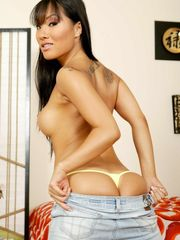 Top Japanese superstar Asa Akira does a..