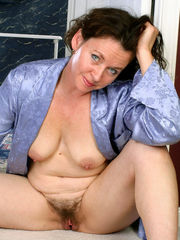 Fur covered mature cunny from Auntjudys