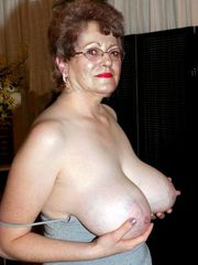 mature moms posing bare for social..