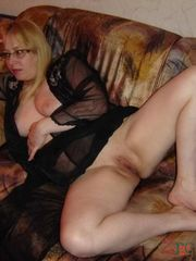 Nude cougar trims her vag in the shower
