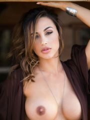XXX) Ana Cheri se desnuda!