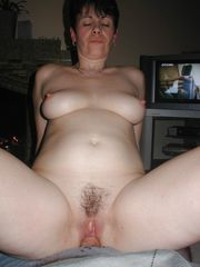 50plus UK Cougar nude she is old but sexy