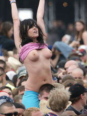 Amateur Showing Nipple High Definition..