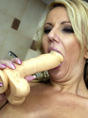 Super-fucking-hot blondie wifey undoes..
