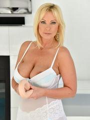 Pornhub blondie mummy
