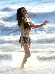 HAVE THE CAKE Tila Tequila - Bathing..