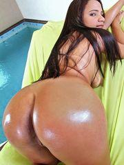 Warm Latina Angelika sheds cut-offs to..