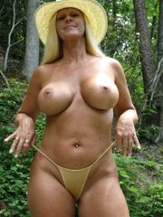 Mature Wives And Milfs absolutly bare