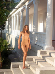 Naked vacation model from nude-in-russia