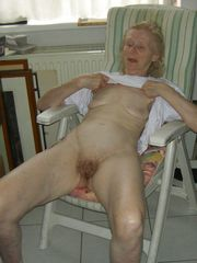 Closeup mature pussy - real first-timer..