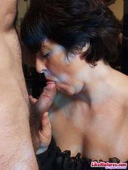 Dark-haired mature wifey seduced cook