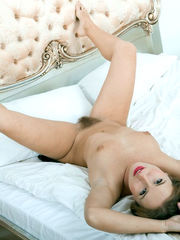 Yankee woman opens up her hairy vag..