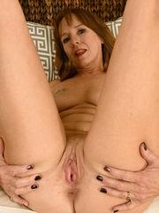 Fabulous housewife Cyndi Sinclair takes..