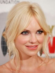 Utter HD Wallpapers: Anna Faris HD..