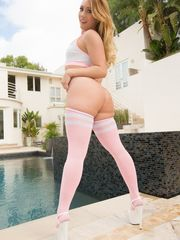 Top pornstar Aj Applegate rocks her..