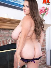 Alaura Grey Queen Of M-Cups Pic Total HD