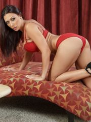 Rachel Starr Gets Her Uber-sexy Butt..