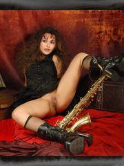 b Helena Bonham... Фото 1...