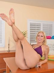 Nicely-shaped milky chick Alexis Fawx..