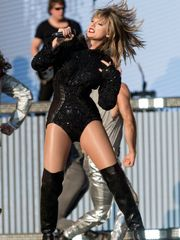 Taylor Rapid Stunning (Photos Video)..