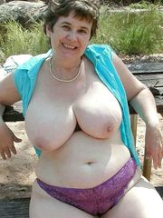 Czech mature dame with meaty natural..