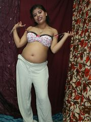 Nubie Indian girl Rupali Bhabhi grabs..