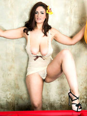 Solo model Sandra frees her bosoms in..