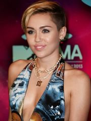 Crimson Carpet Dresses Miley Cyrus MTV..